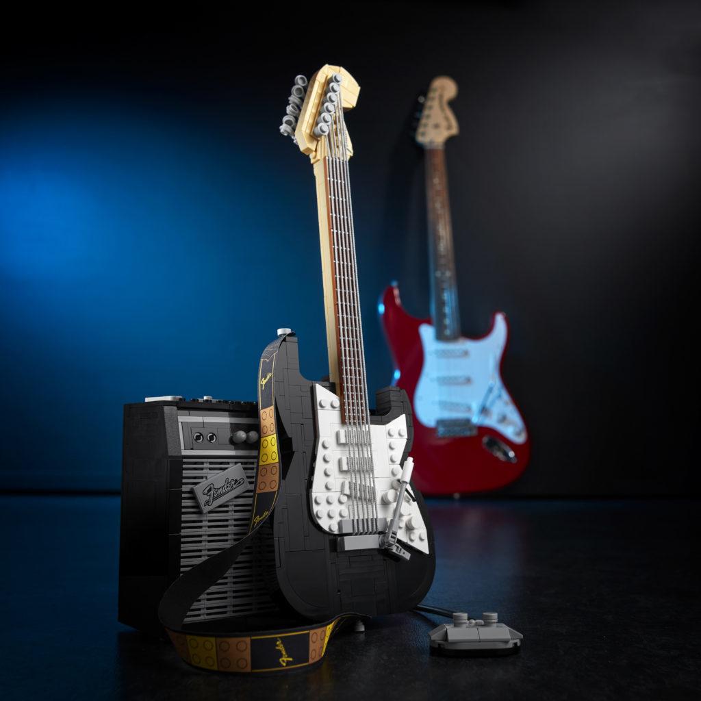 LEGO Ideas 21329 Fender Stratocaster 1
