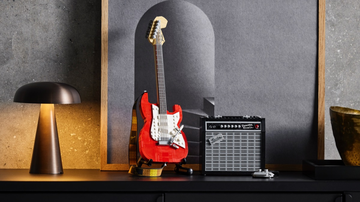 LEGO Ideas 21329 Fender Stratocaster Featured 3