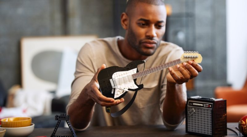 LEGO Ideas 21329 Fender Stratocaster featured 4