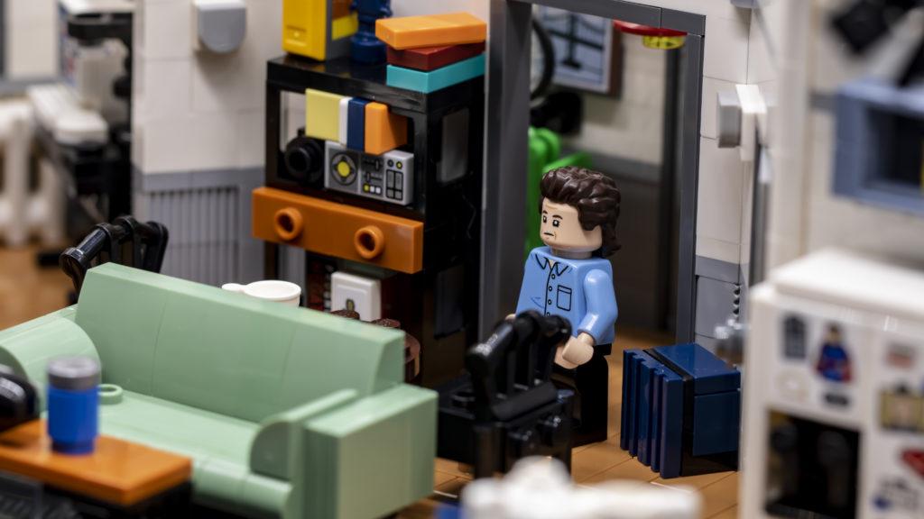 LEGO Ideas 21338 Seinfeld 15