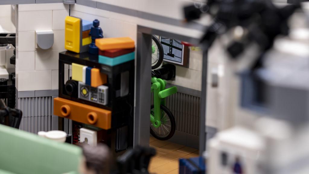 LEGO Ideas 21338 Seinfeld 16