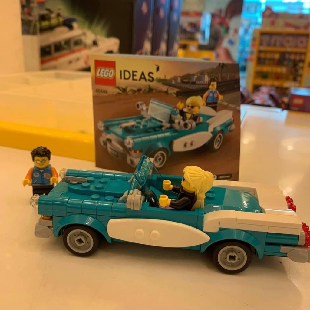 LEGO Ideas 40448 Vintage Car In Store 1024x1024