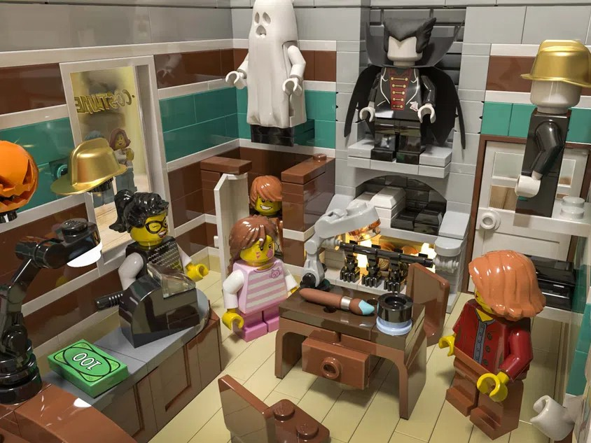 LEGO Ideas Costume Shop 2