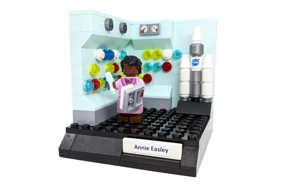 LEGO Ideas women of computing 4