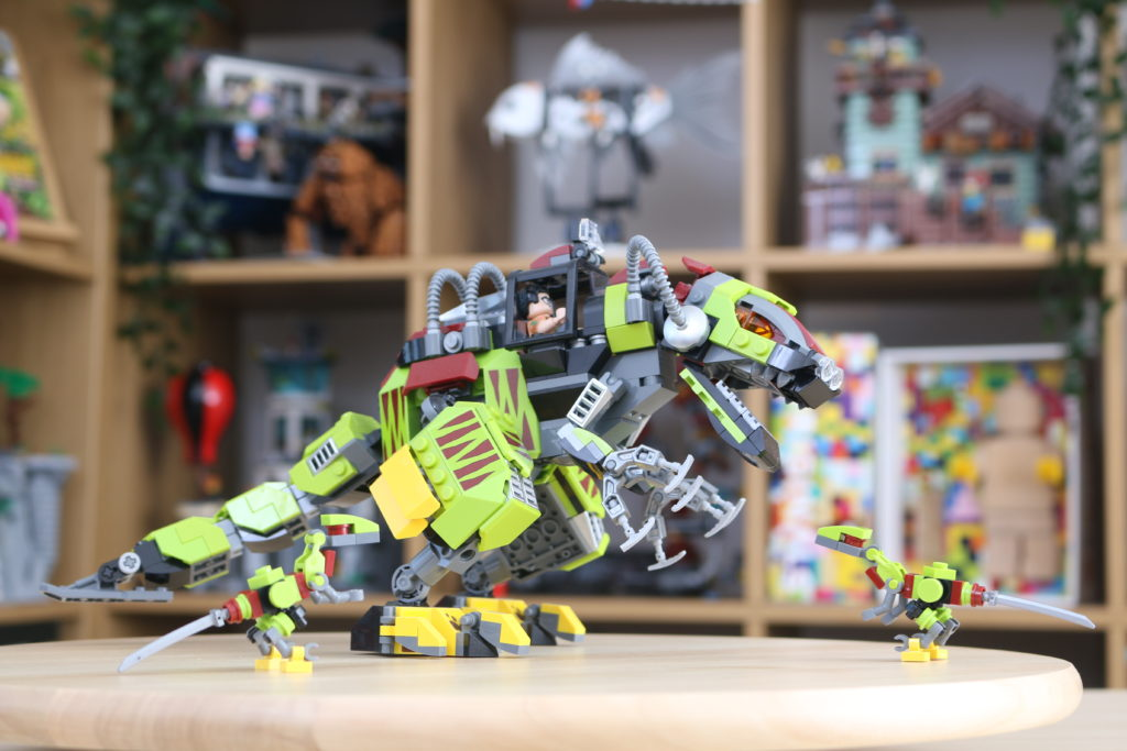 LEGO Jurassic World Robo Raptor Build 6