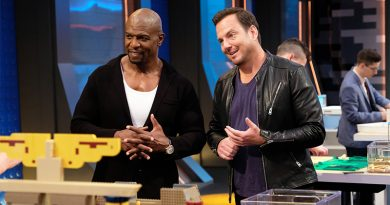LEGO MASTERS Terry Crews Will Arnett