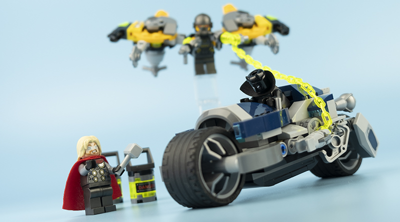 LEGO Marvel 76142 Avengers Speeder Bike Attack Featured