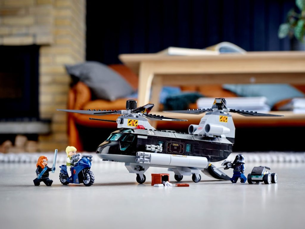 LEGO Marvel 76162 Black Widows Helicopter Chase 1