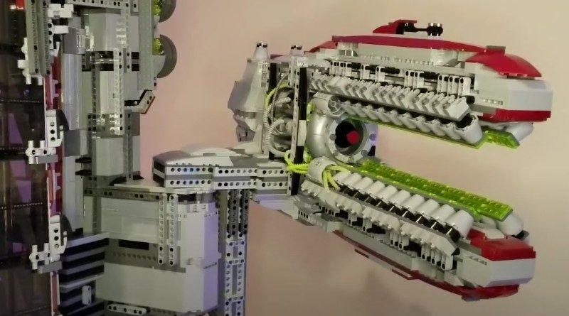 LEGO Mech beyond the brick featured