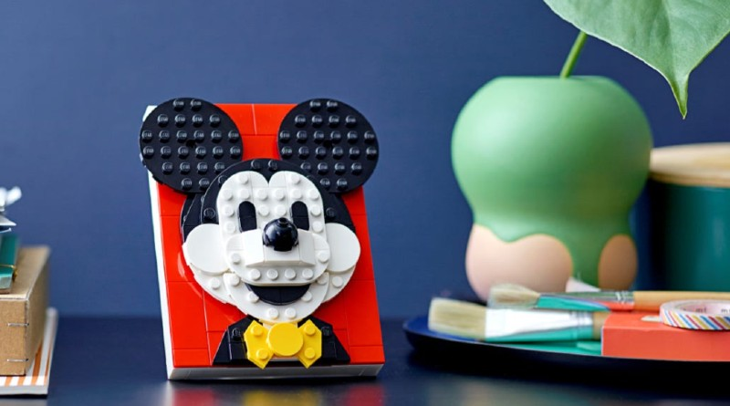 LEGO Mickey Mouse Brick Sketches Featured