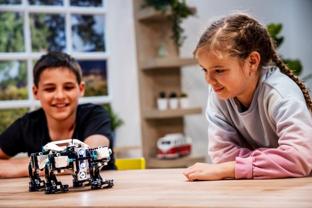 LEGO Mindstorms 51515 Robot Inventor 10