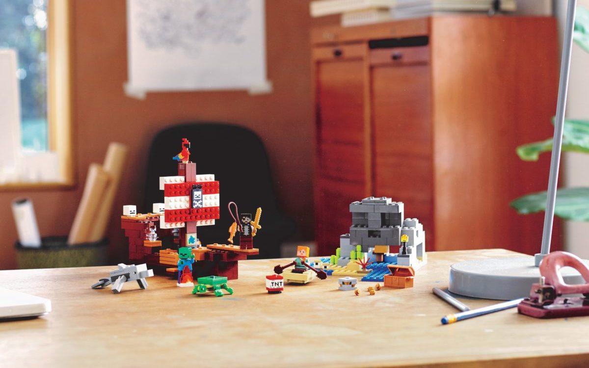 LEGO Minecraft 21152 The Pirate Ship Adventure edited