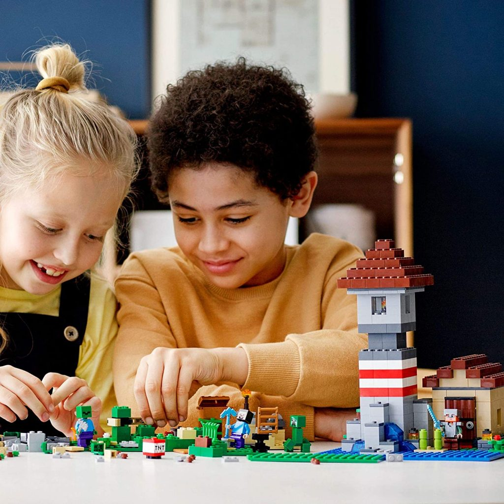 LEGO Minecraft 21161 The Crafting Box 6