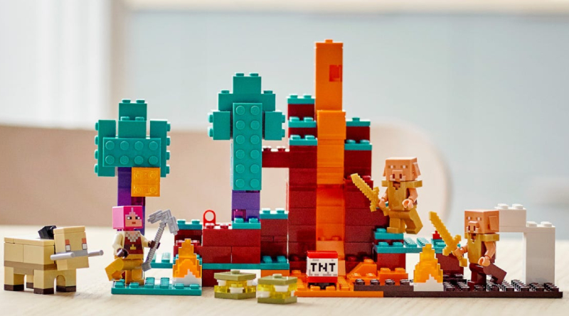 LEGO Minecraft 21168 Lifestyle Featured