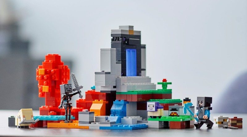 LEGO Minecraft 21172 The Ruined Portal lifestyle featured
