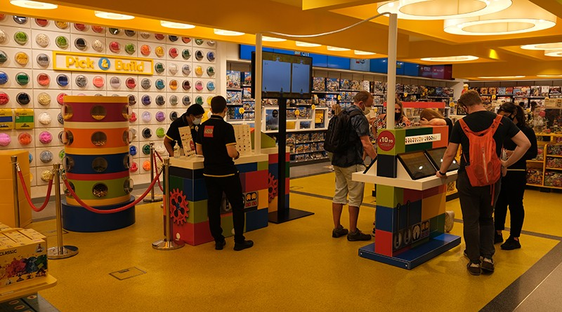 LEGO Minifigure Factory Featured 2