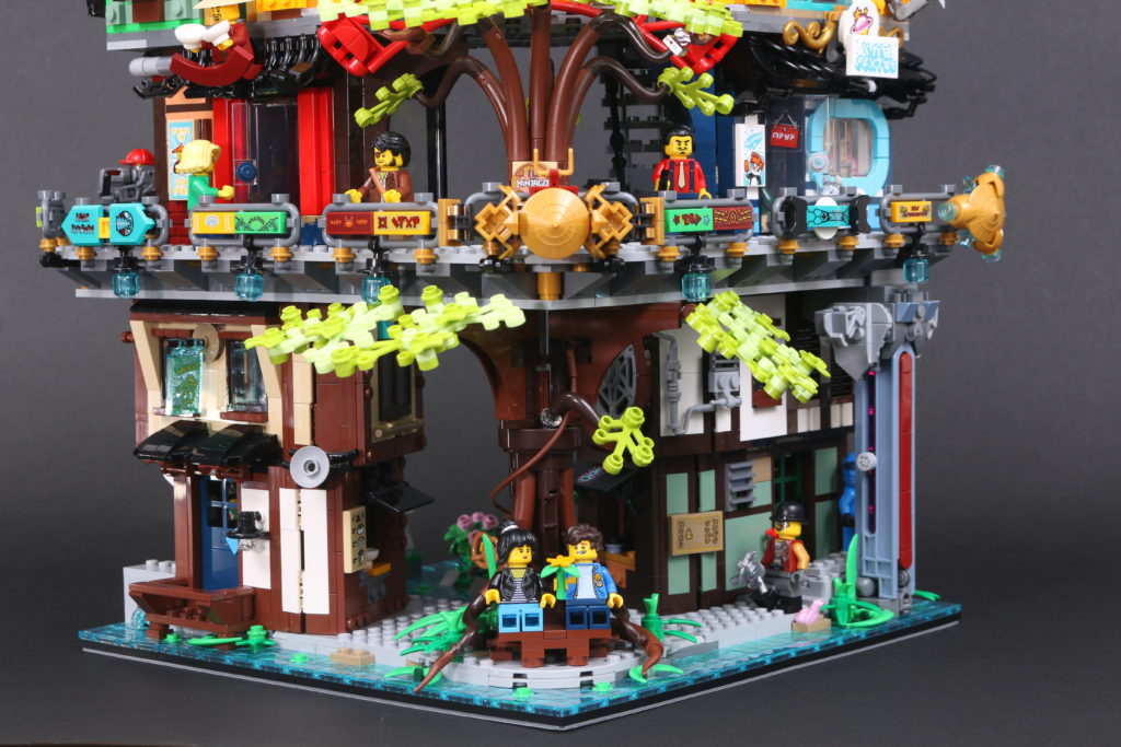 LEGO NINJAGO 71741 NINJAGO City Gardens Review 24