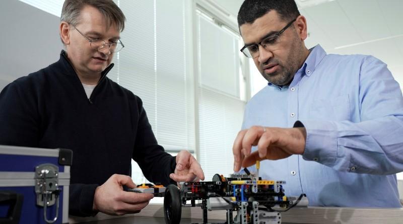LEGO Renault Hybrid Engine Featured