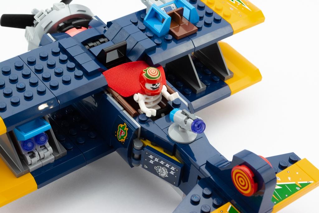 LEGO Review El Fuegos Stunt Plane 17