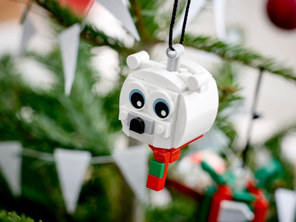 LEGO Seasonal 40494 Polar Bear Gift Pack lifestyle 3