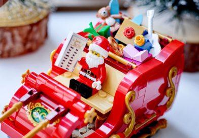 The Seasonal 43 year history of Santa's LEGO sleighs