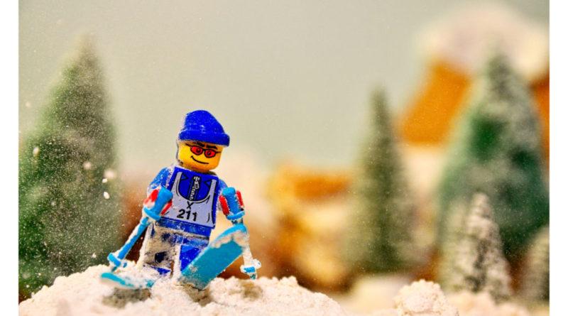 LEGO Skiier 800x445