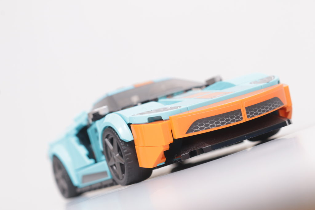LEGO Speed Champions 76905 Ford GT Heritage Edition and Bronco R review 13