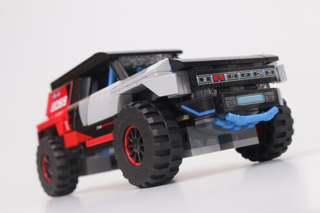 LEGO Speed Champions 76905 Ford GT Heritage Edition and Bronco R review 26