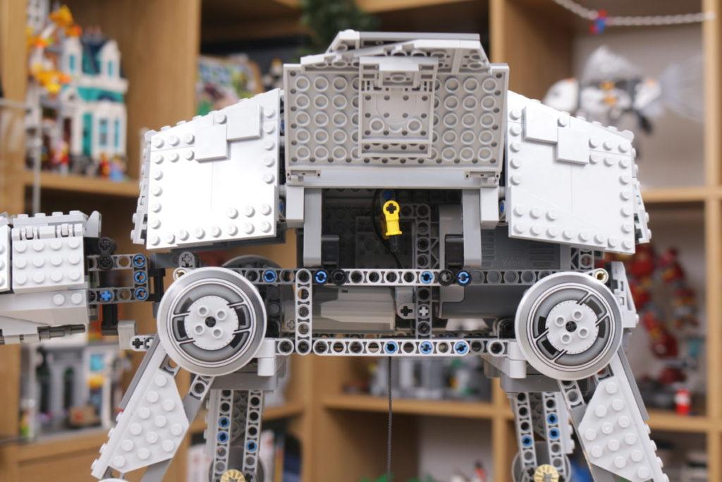LEGO Star Wars 10178 Motorized Walking AT AT review 14