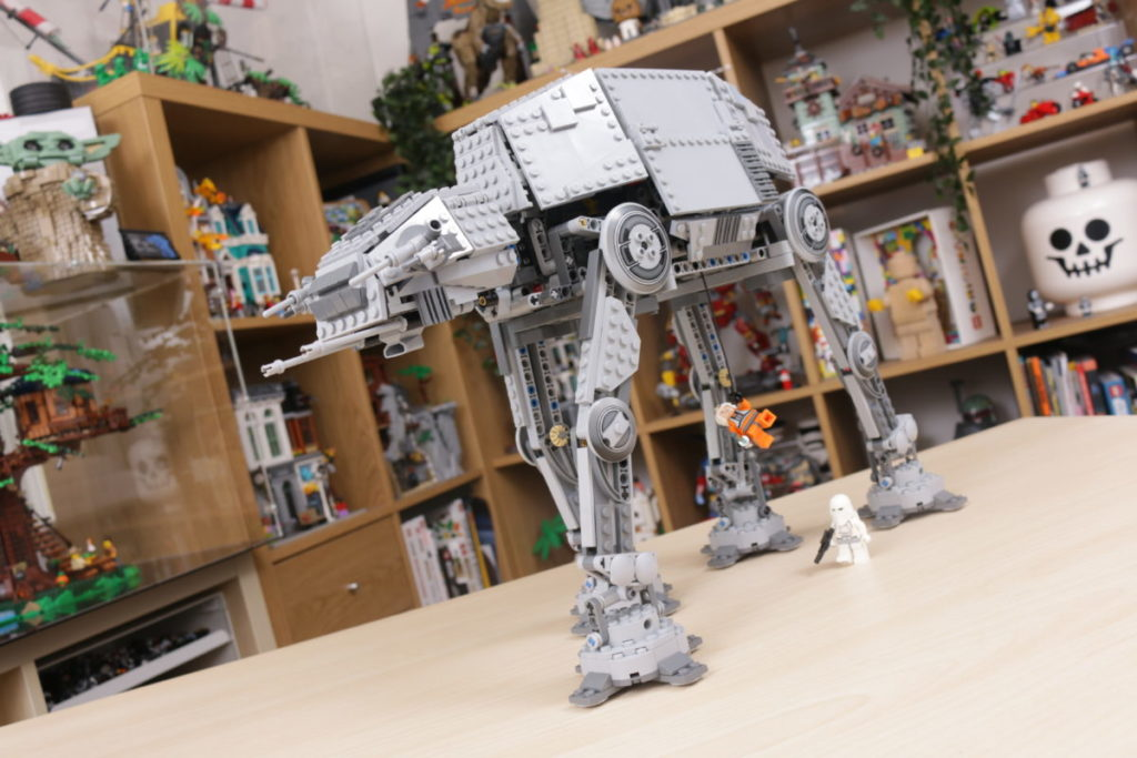 LEGO Star Wars 10178 Motorized Walking AT AT review 23
