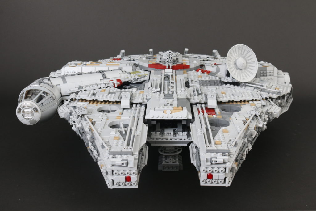 LEGO Star Wars 75192 UCS Ultimate Collectors Series Millennium Falcon Review 11i