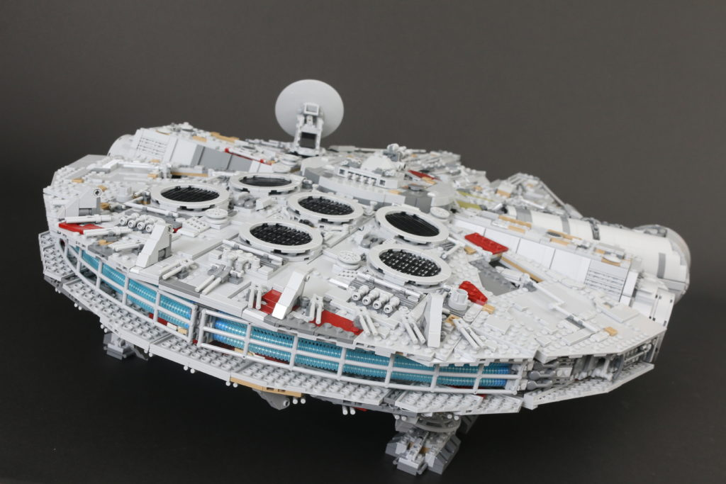 LEGO Star Wars 75192 UCS Ultimate Collectors Series Millennium Falcon Review 12