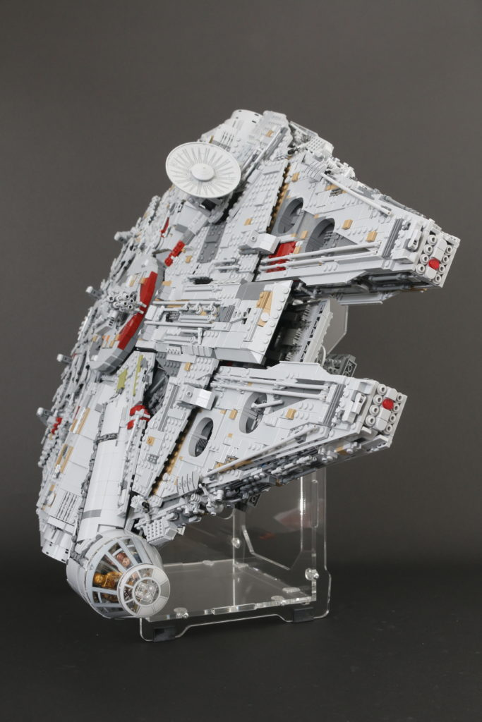 LEGO Star Wars 75192 UCS Ultimate Collectors Series Millennium Falcon Review 14