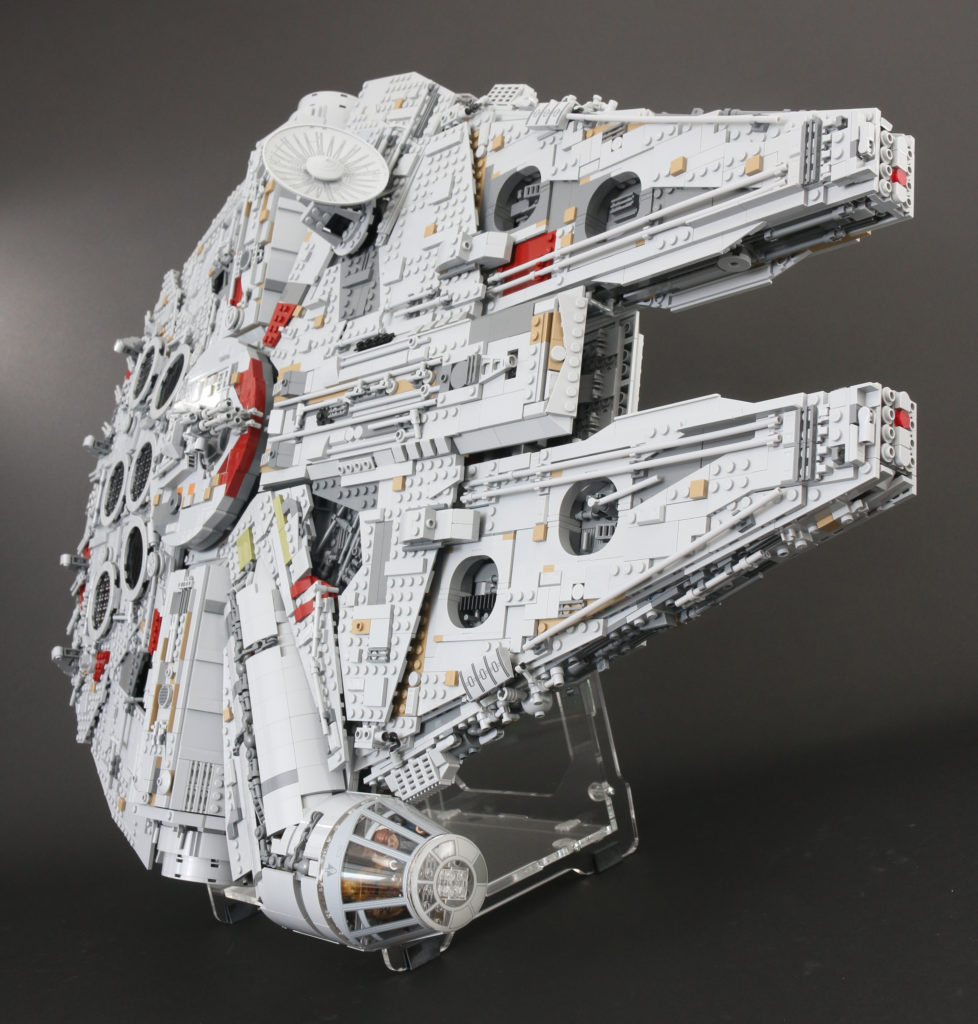 LEGO Star Wars 75192 UCS Ultimate Collectors Series Millennium Falcon Review 15