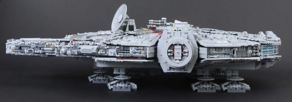 LEGO Star Wars 75192 UCS Ultimate Collectors Series Millennium Falcon Review 17