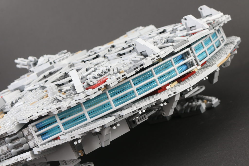 LEGO Star Wars 75192 UCS Ultimate Collectors Series Millennium Falcon Review 17i