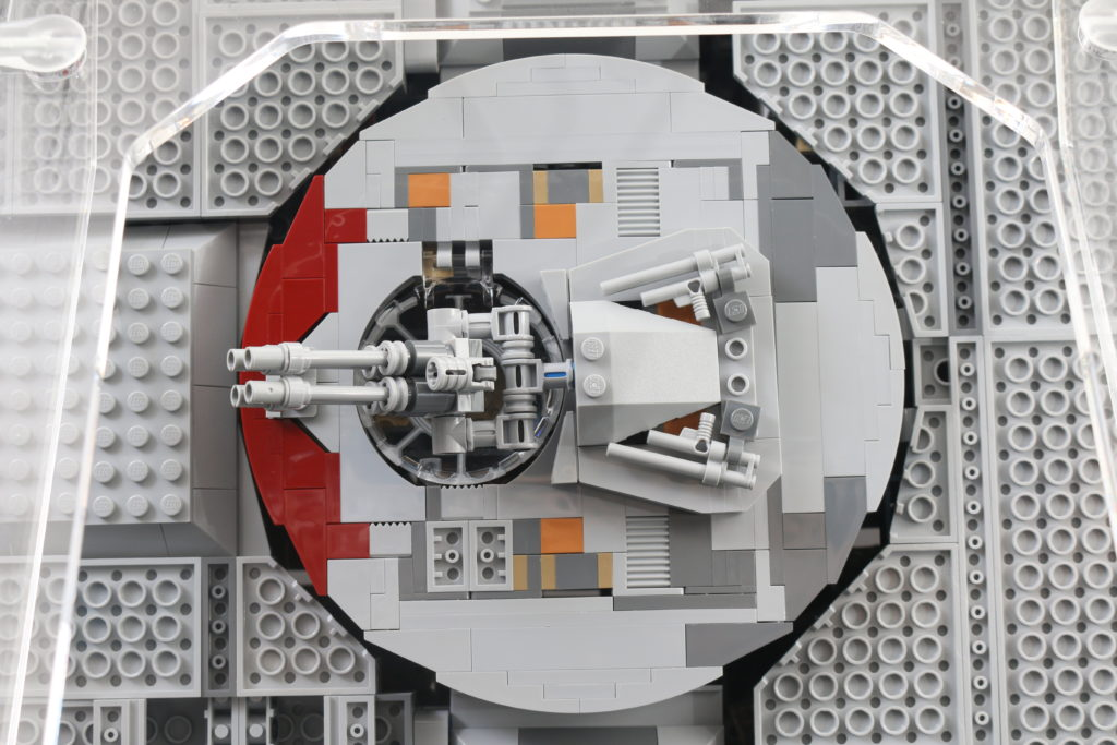 LEGO Star Wars 75192 UCS Ultimate Collectors Series Millennium Falcon Review 21