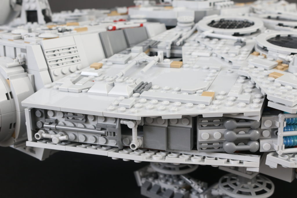 LEGO Star Wars 75192 UCS Ultimate Collectors Series Millennium Falcon Review 36