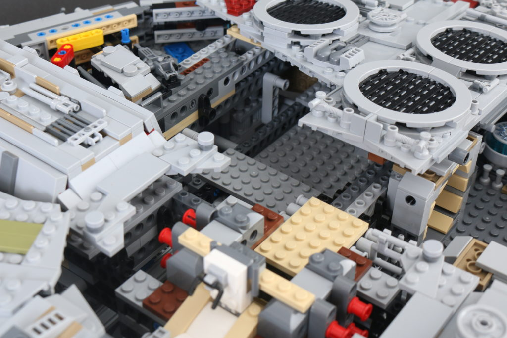 LEGO Star Wars 75192 UCS Ultimate Collectors Series Millennium Falcon Review 44