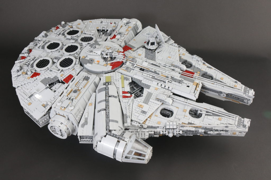 LEGO Star Wars 75192 UCS Ultimate Collectors Series Millennium Falcon Review 5
