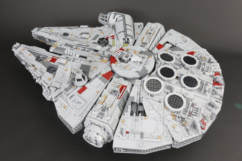 LEGO Star Wars 75192 UCS Ultimate Collectors Series Millennium Falcon Review 6
