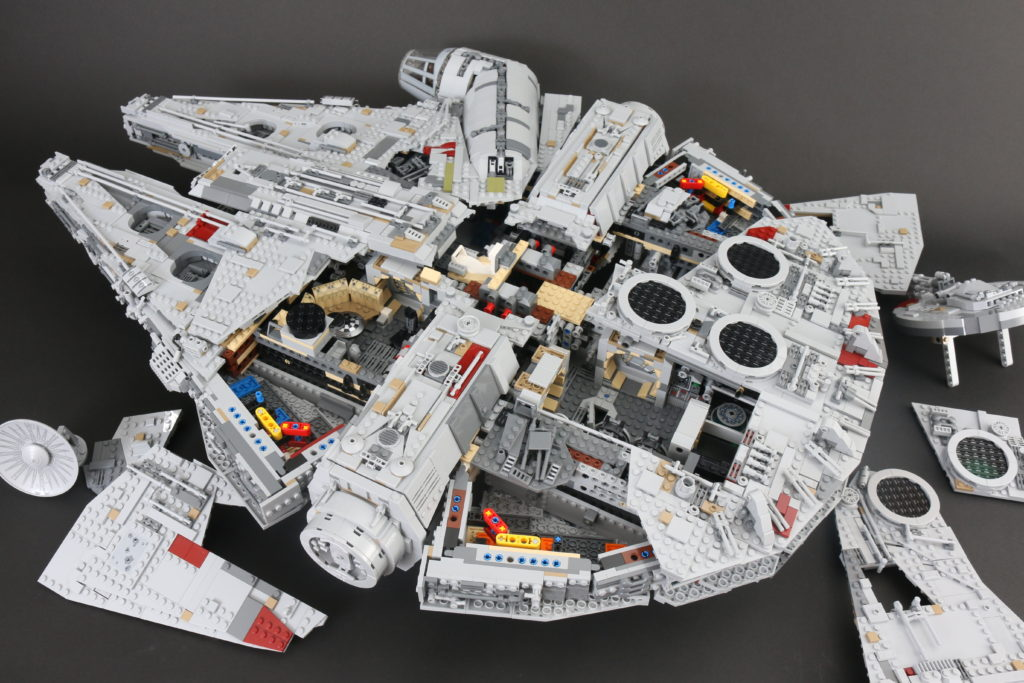 LEGO Star Wars 75192 UCS Ultimate Collectors Series Millennium Falcon Review 7