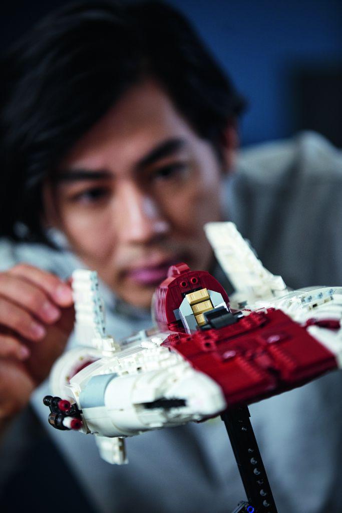 LEGO Star Wars 75275 UCS A Wing 24