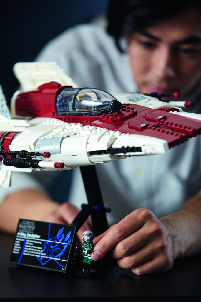 LEGO Star Wars 75275 UCS A Wing 27