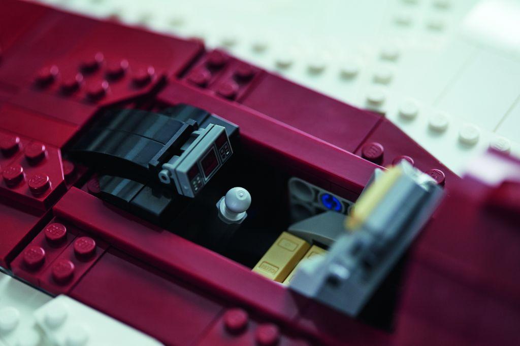 LEGO Star Wars 75275 UCS A Wing 32