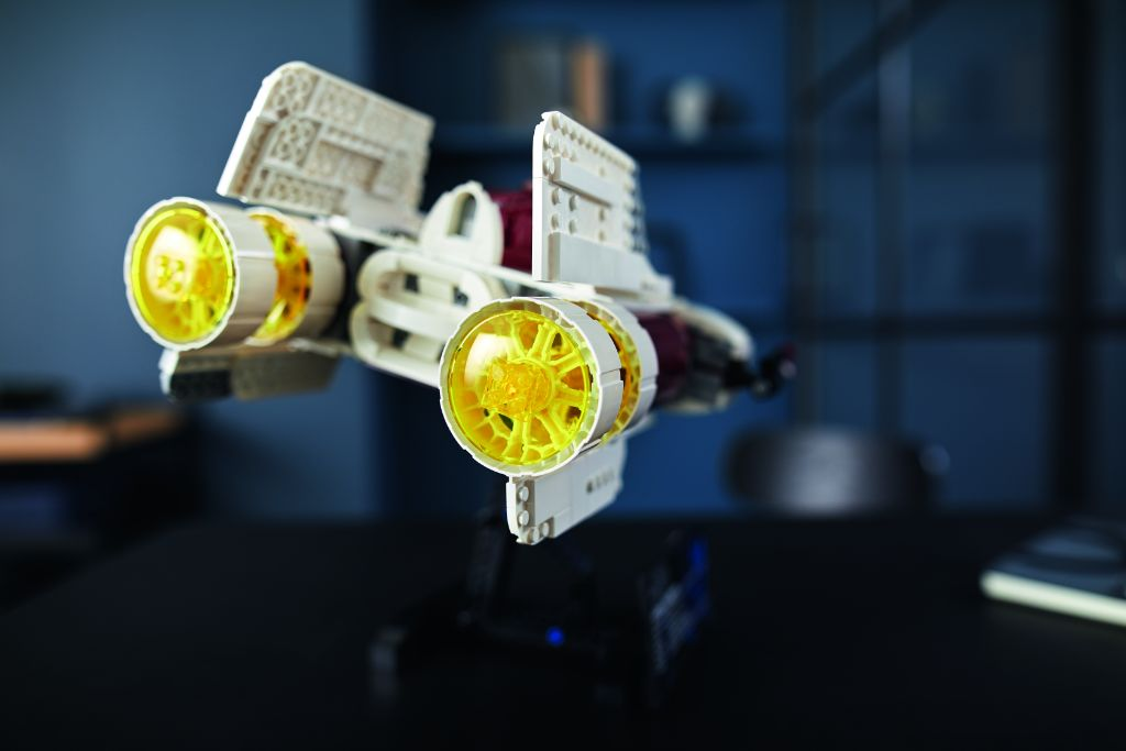 LEGO Star Wars 75275 UCS A Wing 34