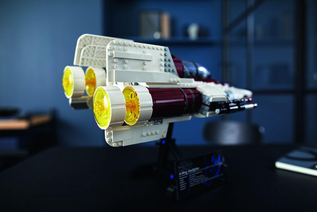 LEGO Star Wars 75275 UCS A Wing 35
