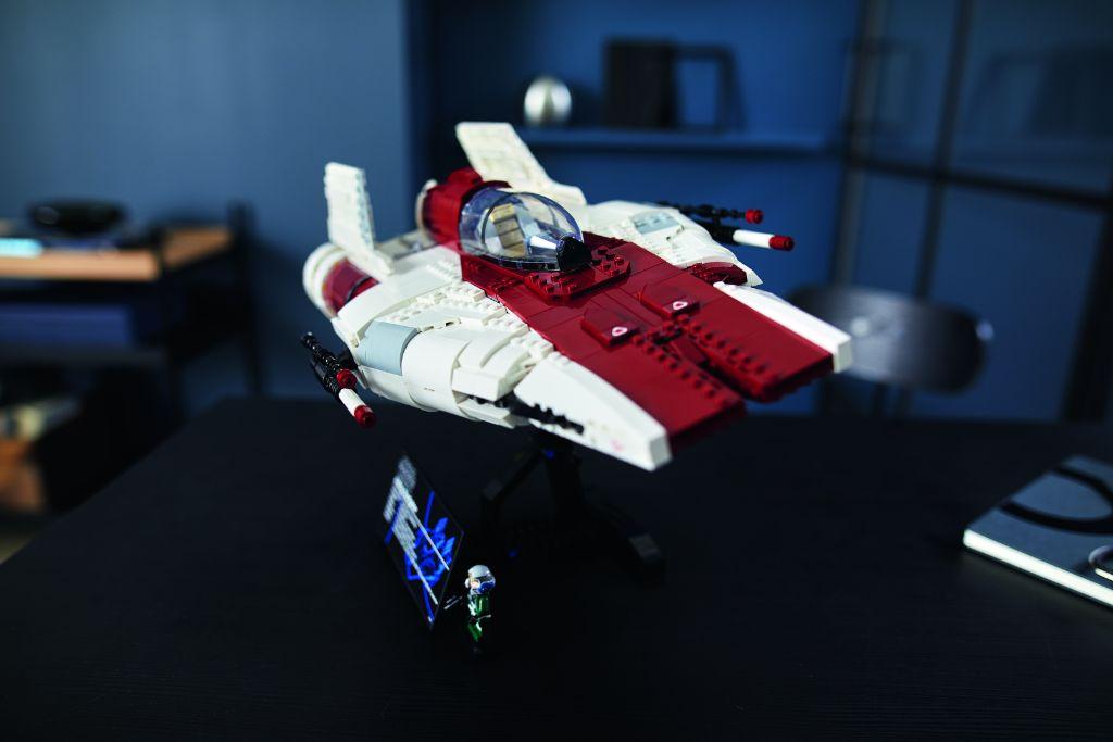 LEGO Star Wars 75275 UCS A Wing 36