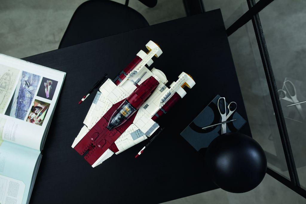 LEGO Star Wars 75275 UCS A Wing 37