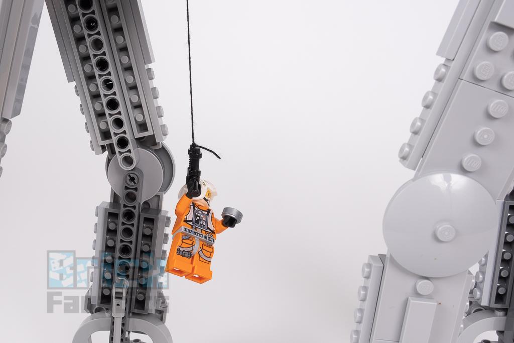 LEGO Star Wars 75288 AT AT 21